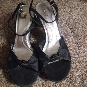 Black heel shoes